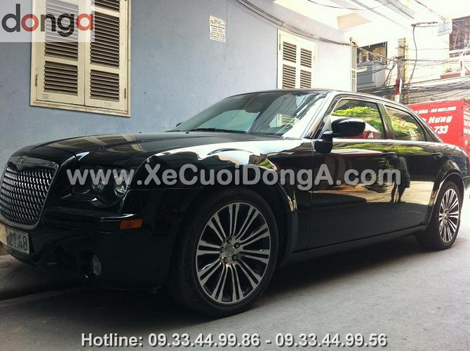 cho-thue-xe-cuoi-chrysler-300s-xe-cuoi-dong-a (1)