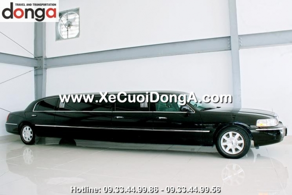 cho-thue-xe-cuoi-limousine-lincoln-den-xe-cuoi-dong-a