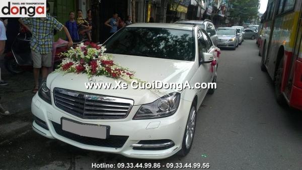 cho-thue-xe-cuoi-mercedes-c250-mau-trang-gia-re-tai-ha-noi