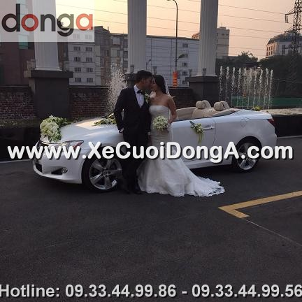 dam-cuoi-khach-hang-thue-xe-lexus-is250c-mui-tran-tai-hong-ha
