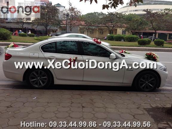 hin-anh-khach-hang-thue-xe-cuoi-bmw-523i-mau-trang-tai-van-cao (1)