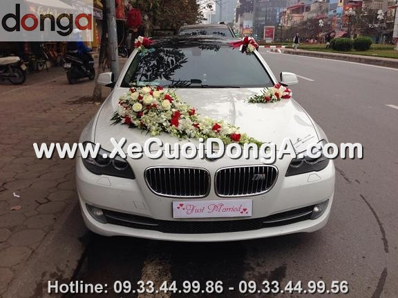 hin-anh-khach-hang-thue-xe-cuoi-bmw-523i-mau-trang-tai-van-cao (2)
