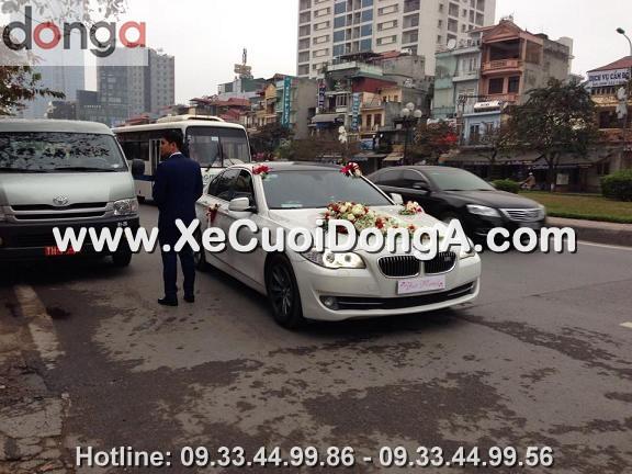 hin-anh-khach-hang-thue-xe-cuoi-bmw-523i-mau-trang-tai-van-cao (3)