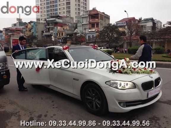 hin-anh-khach-hang-thue-xe-cuoi-bmw-523i-mau-trang-tai-van-cao (4)