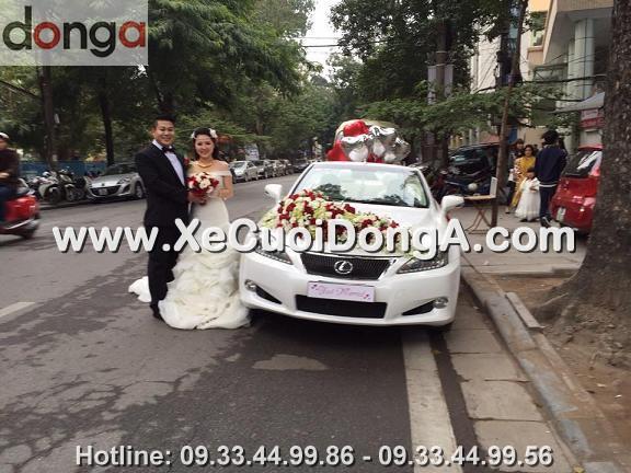 hinh-anh-khach-hang-thue-xe-cuoi-lexus-is250c-mui-tran-tai-khuong-ha (4)