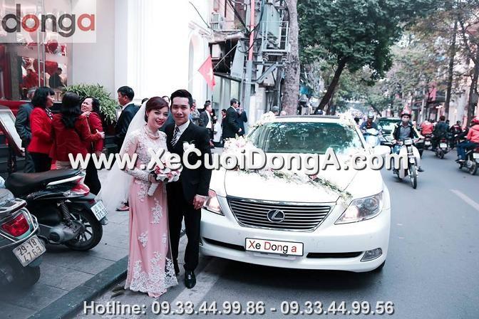 hinh-anh-khach-hang-thue-xe-cuoi-lexus-ls460l-mau-trang-tai-mai-hac-de (1)