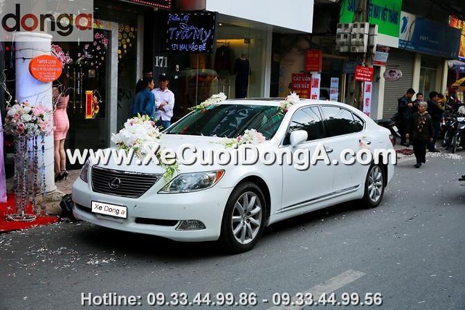hinh-anh-khach-hang-thue-xe-cuoi-lexus-ls460l-mau-trang-tai-mai-hac-de (2)