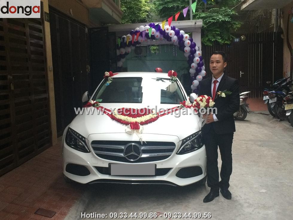 hinh-anh-khach-hang-thue-xe-cuoi-mercedes-c200 (5)