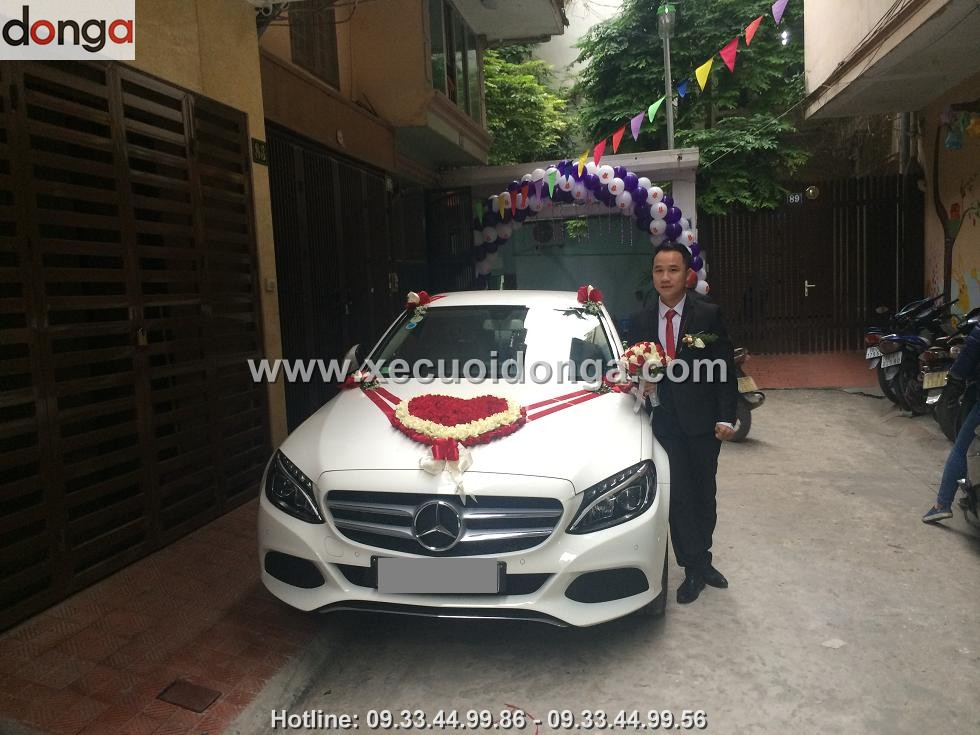 hinh-anh-khach-hang-thue-xe-cuoi-mercedes-c200 (7)