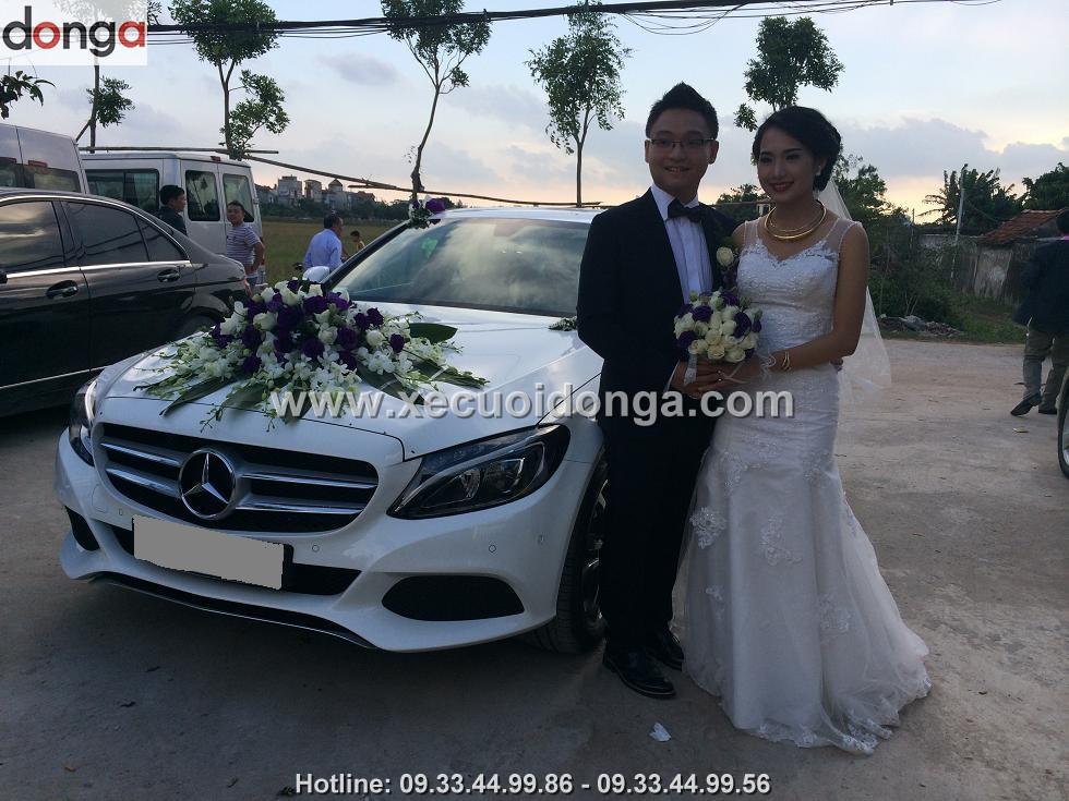 hinh-anh-khach-hang-thue-xe-cuoi-mercedes-c200