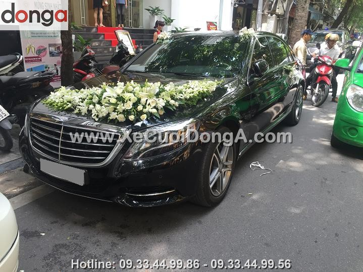 hinh-anh-khach-hang-thue-xe-cuoi-mercedes-s500-tai-hang-cot