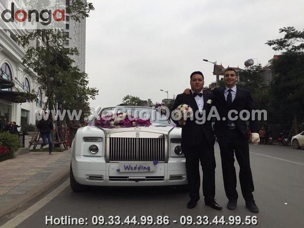 hinh-anh-khach-hang-thue-xe-cuoi-rolls-royce-phantom-mui-tran (3)