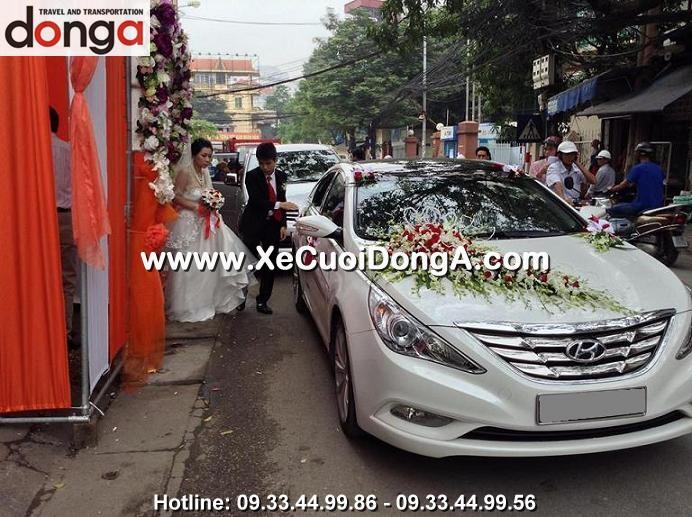 hinh-anh-khach-hang-thue-xe-cuoi-sonata (5)
