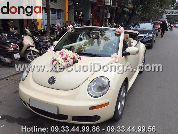 hinh-anh-xe-cuoi-volkswagen-mui-tran-dam-cuoi-tai-hang-giay (1)