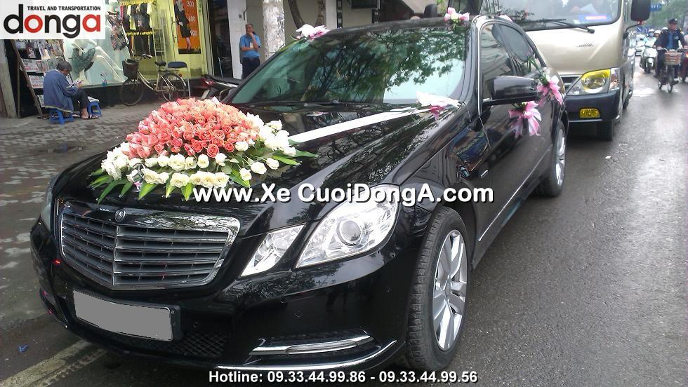 khac-hang-thue-xe-cuoi-mercedes-e250-tai-thai-ha (2)