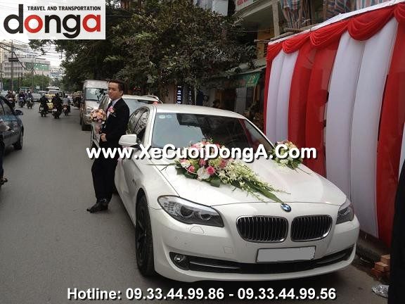 khach-hang-thue-xe-cuoi-bmw-523i-mau-trang-tai-ngoc-khanh (1)
