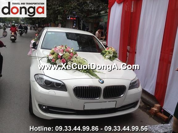 khach-hang-thue-xe-cuoi-bmw-523i-mau-trang-tai-ngoc-khanh (2)