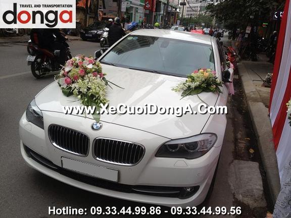 khach-hang-thue-xe-cuoi-bmw-523i-mau-trang-tai-ngoc-khanh (3)