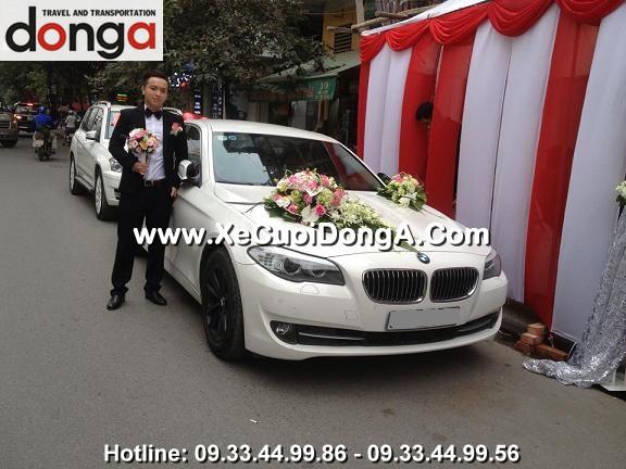 khach-hang-thue-xe-cuoi-bmw-523i-mau-trang-tai-ngoc-khanh