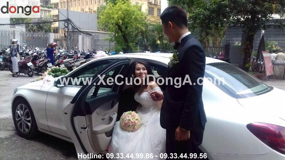khach-hang-thue-xe-cuoi-mercedes-c200
