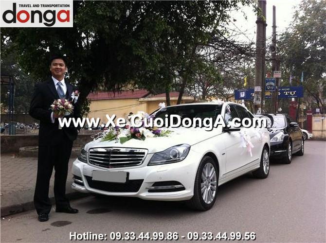 khach-hang-thue-xe-cuoi-mercedes-c250-trang-trung-tu