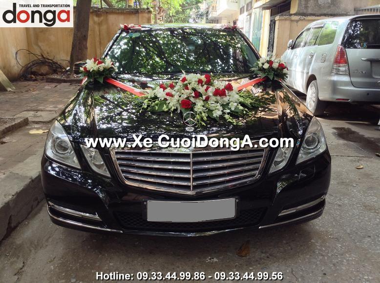khach-hang-thue-xe-cuoi-mercedes-e300-tai-thai-thinh (1)