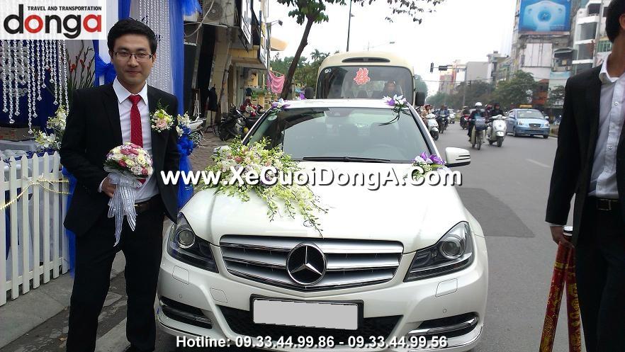khach-hang-noi-gi-khi-thue-xe-cuoi-mercedes-c250-mau-trang-tai-dong-a