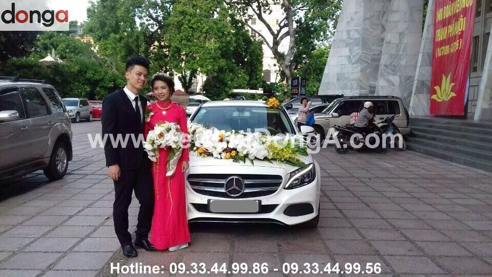 dam-cuoi-khach-hang-thue-xe-cuoi-mercedes-c200-20-7 (2)