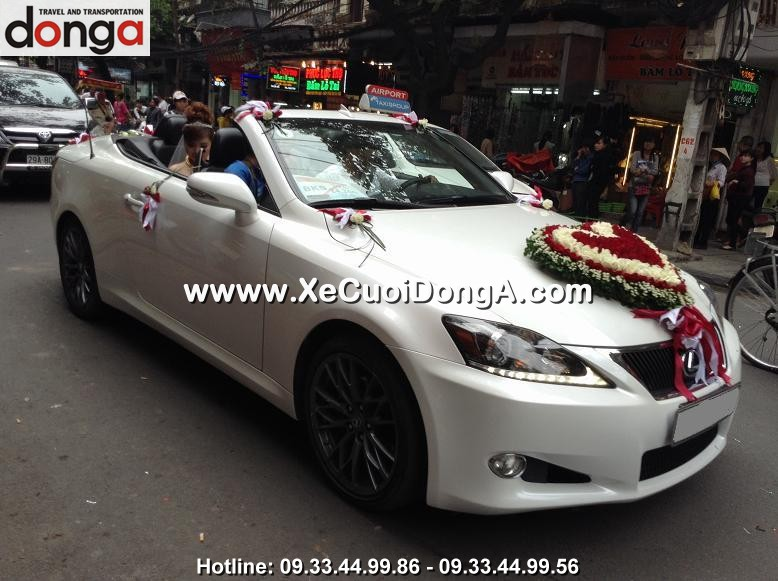 hinh-anh-khach-hang-thue-xe-cuoi-lexus-is250c-mui-tran-tai-hang-chieu (4)