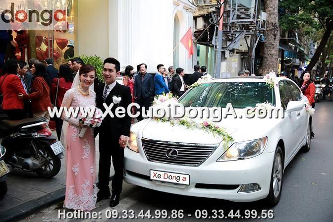 hinh-anh-khach-hang-thue-xe-cuoi-lexus-ls460l-mau-trang-tai-mai-hac-de (5)