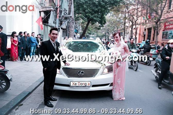 hinh-anh-khach-hang-thue-xe-cuoi-lexus-ls460l-mau-trang-tai-mai-hac-de (6)