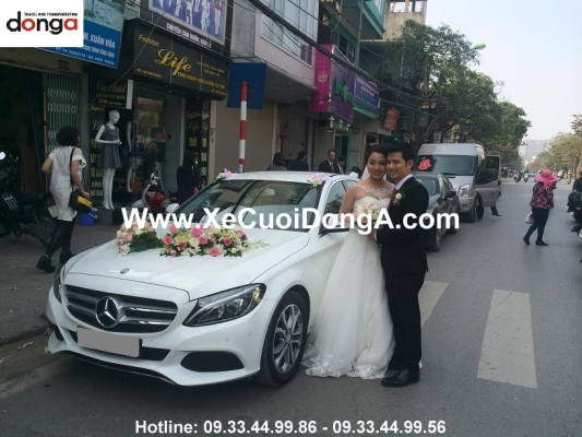 khach-hang-thue-xe-mercedes-c200-ngay-10-3-2016 (1)