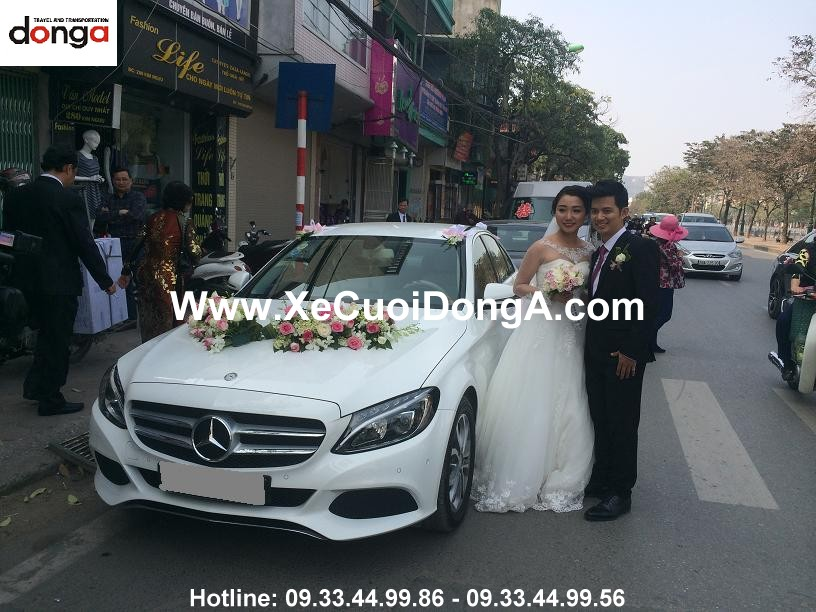 khach-hang-thue-xe-mercedes-c200-ngay-10-3-2016 (2)