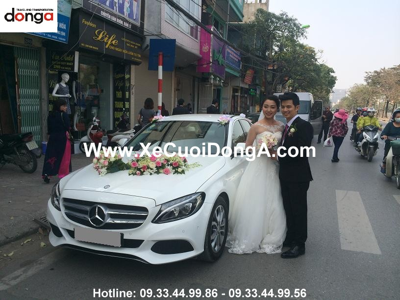 khach-hang-thue-xe-mercedes-c200-ngay-10-3-2016