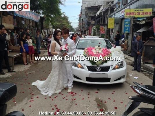 hinh-anh-khach-hang-thue-xe-cuoi-lexus-mui-tran-cua-xe-cuoi-dong-a (12)