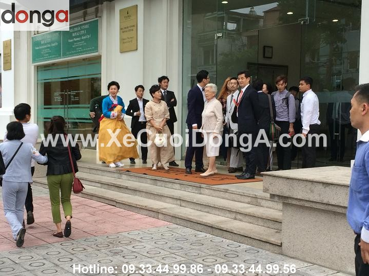 khach-hang-nuoc-ngoai-thue-xe-cuoi-tai-xe-cuoi-dong-a (2)