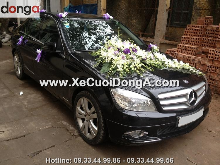 co-nen-thue-xe-cuoi-mercedes-c200-mau-den-khong (2)
