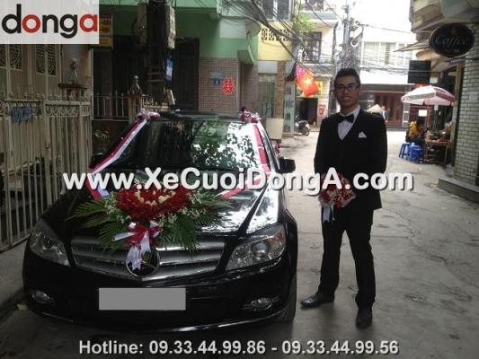 nhung-khoanh-khac-cua-khach-hang-thue-xe-cuoi-mercedes-c250-den-cua-dong-a (1)