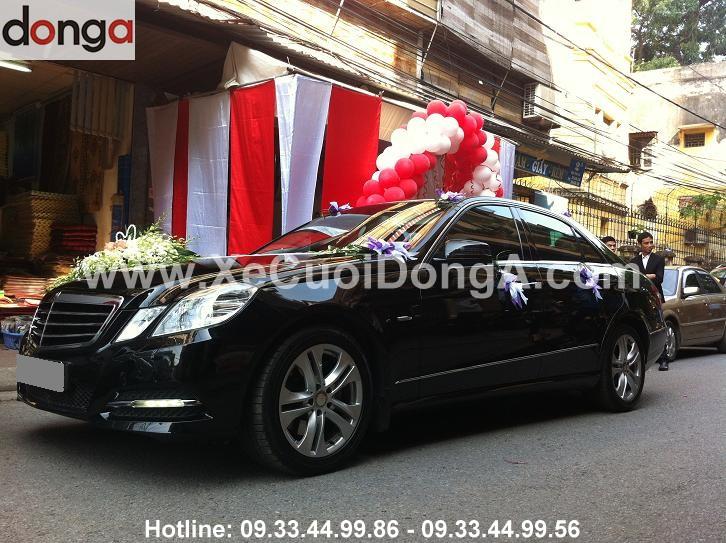 co-nen-chon-mercedes-e250-trang-de-lam-xe-don-dau (3)