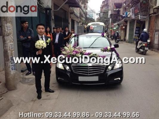 hinh-anh-chu-re-ben-xe-cuoi-mercedes-e300-tai-dong-a