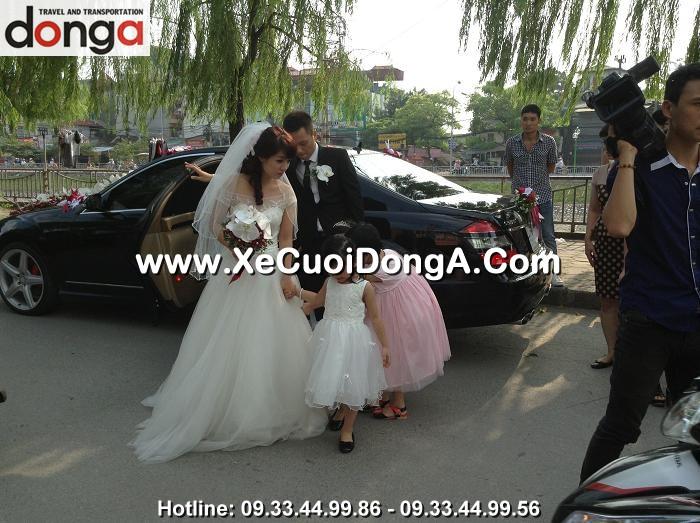 dong-a-phuc-vu-khach-hang-thue-xe-cuoi-mercedes-s500-tai-ha-noi (2)