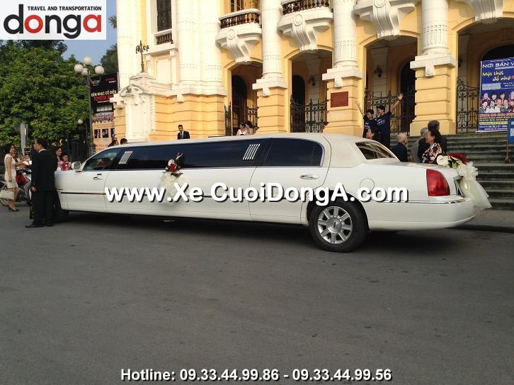khach-hang-thue-xe-3-khoang-limousine-cua-cong-ty-dong-a-trans (14)