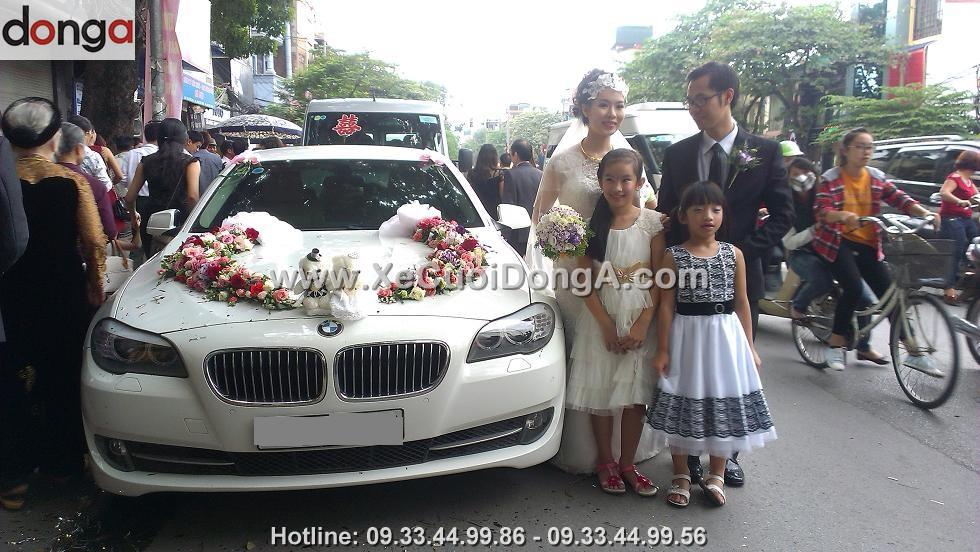 lai-xe-cuoi-bmw-523i-trang-cua-dong-a-phuc-vu-the-nao