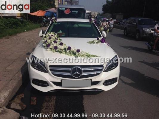 muon-chon-xe-cuoi-mercedes-c200-mau-trang-noi-that-kem-xe-cuoi-dong-a-có-khong (2)