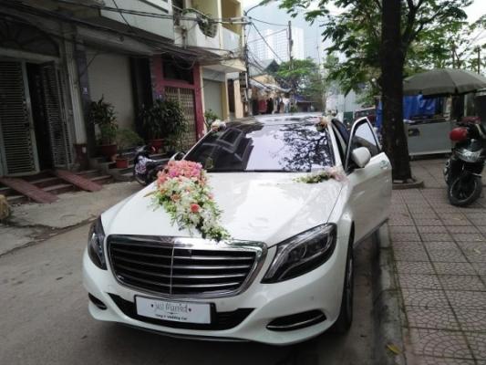 chu-re-tung-o-nguyen-co-thach-khen-lai-xe-mercedes-s-class-dung-gio (6)