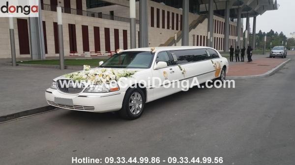 bi-quyet-trang-tri-hoa-tren-xe-cuoi-limousine (2)
